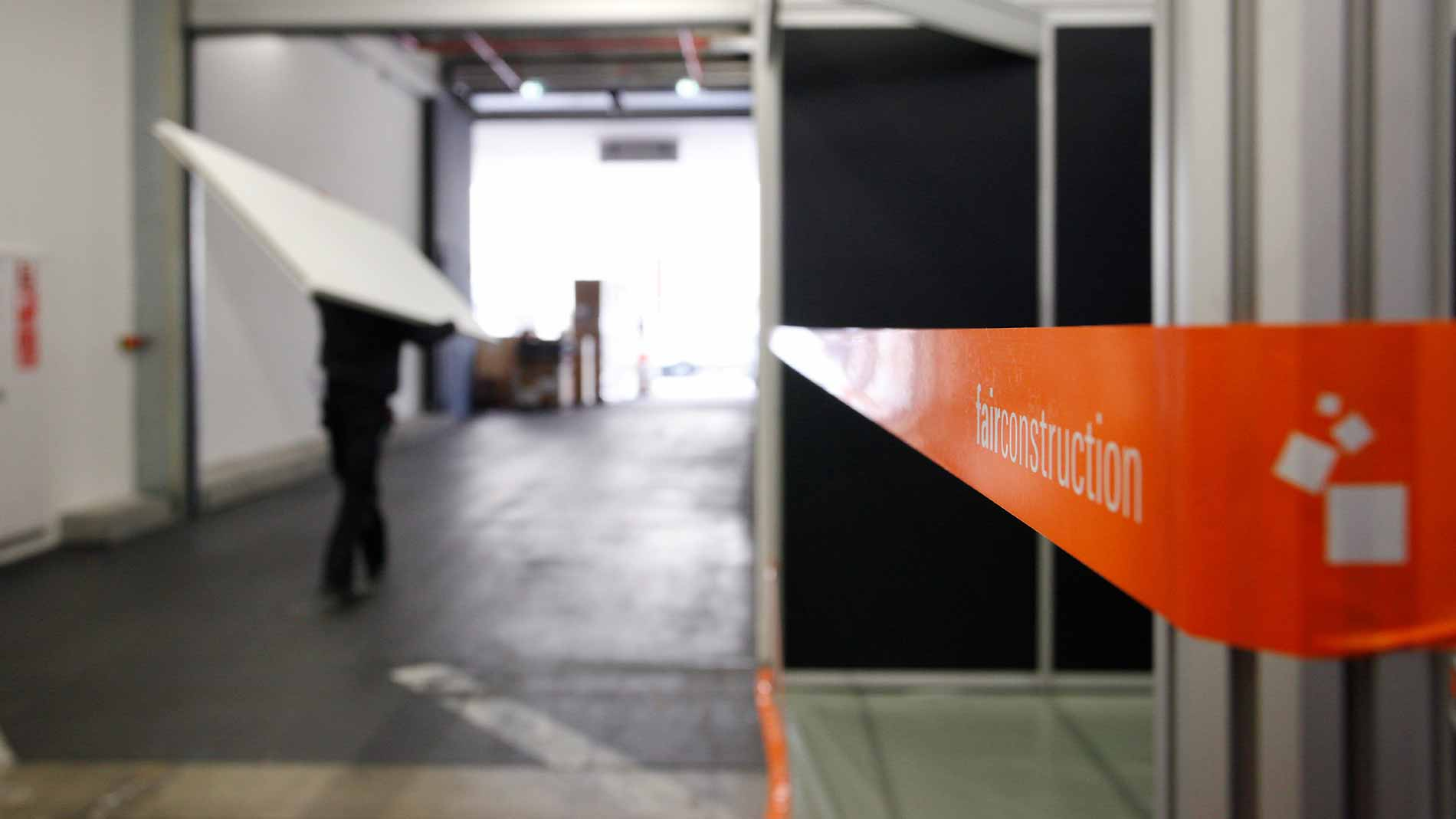 Exhibition construction: Exhibition center with a barrier tape from fairconstruction