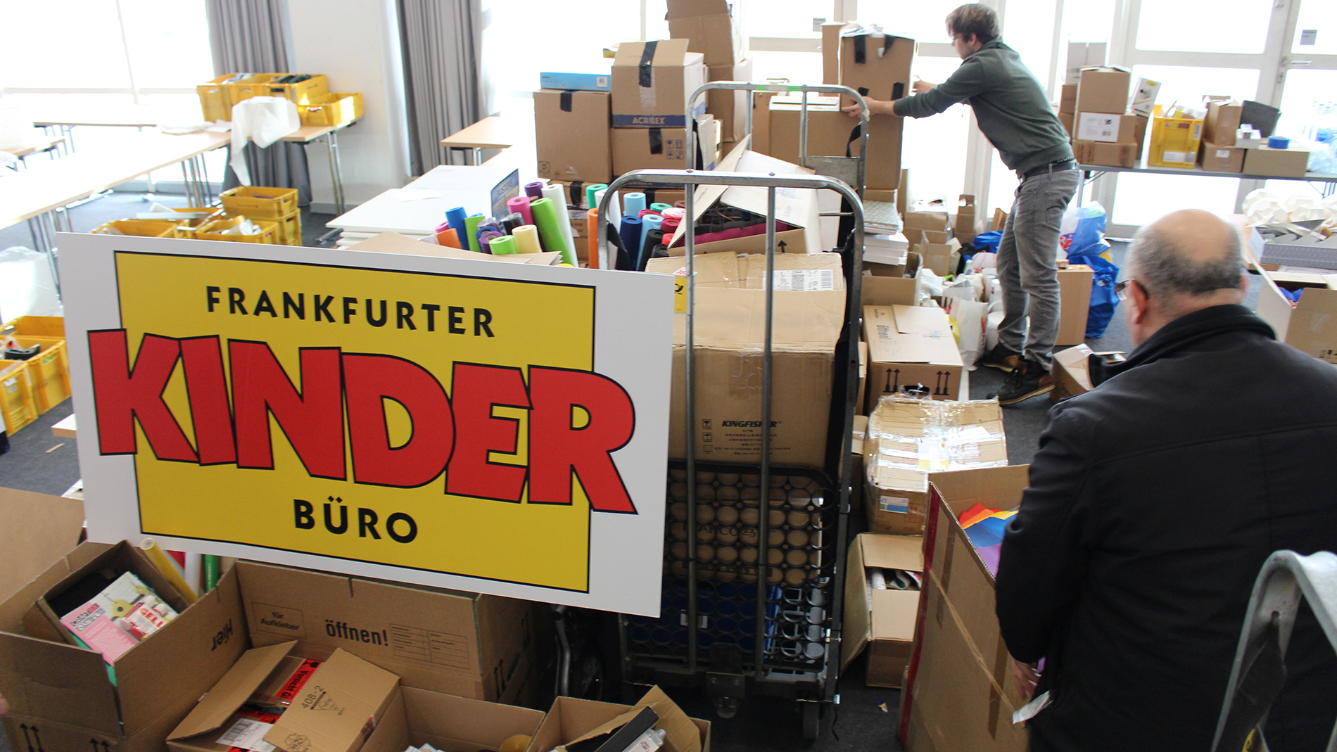 Donations from Creativeworld at the Kinderbüro in Frankfurt