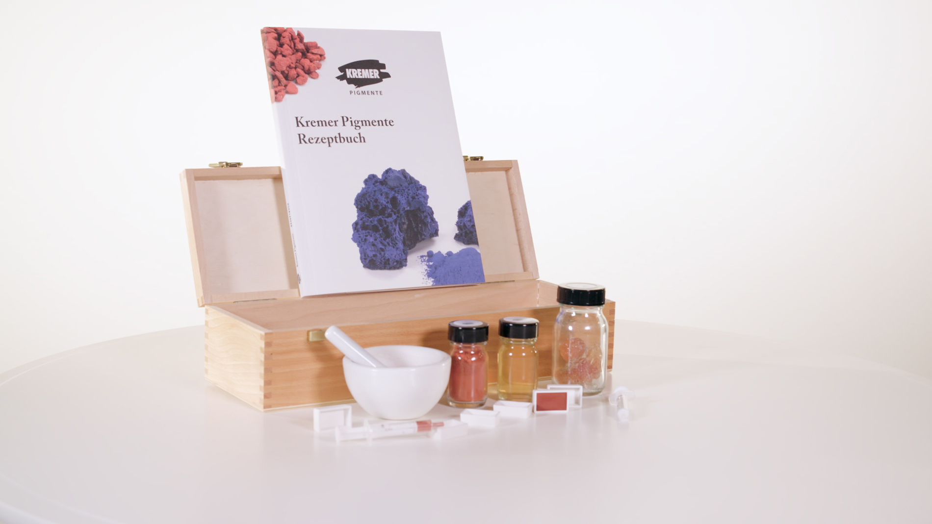 Creative Impulse Award 1st place: Kremer Pigmente 'Kremer Pigments Recipe Book'