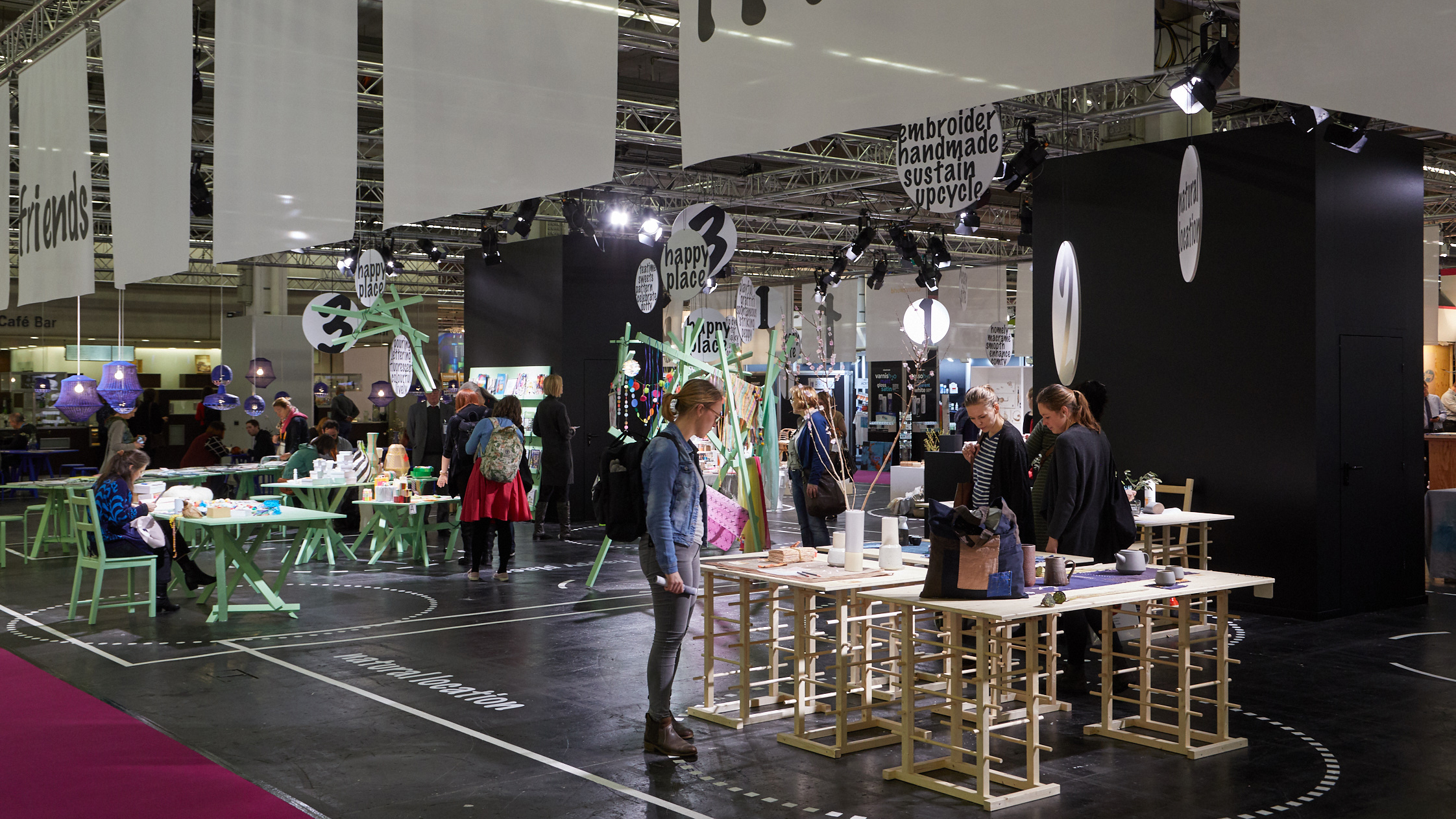 Visitors discover the DIY trends at Creativeworld