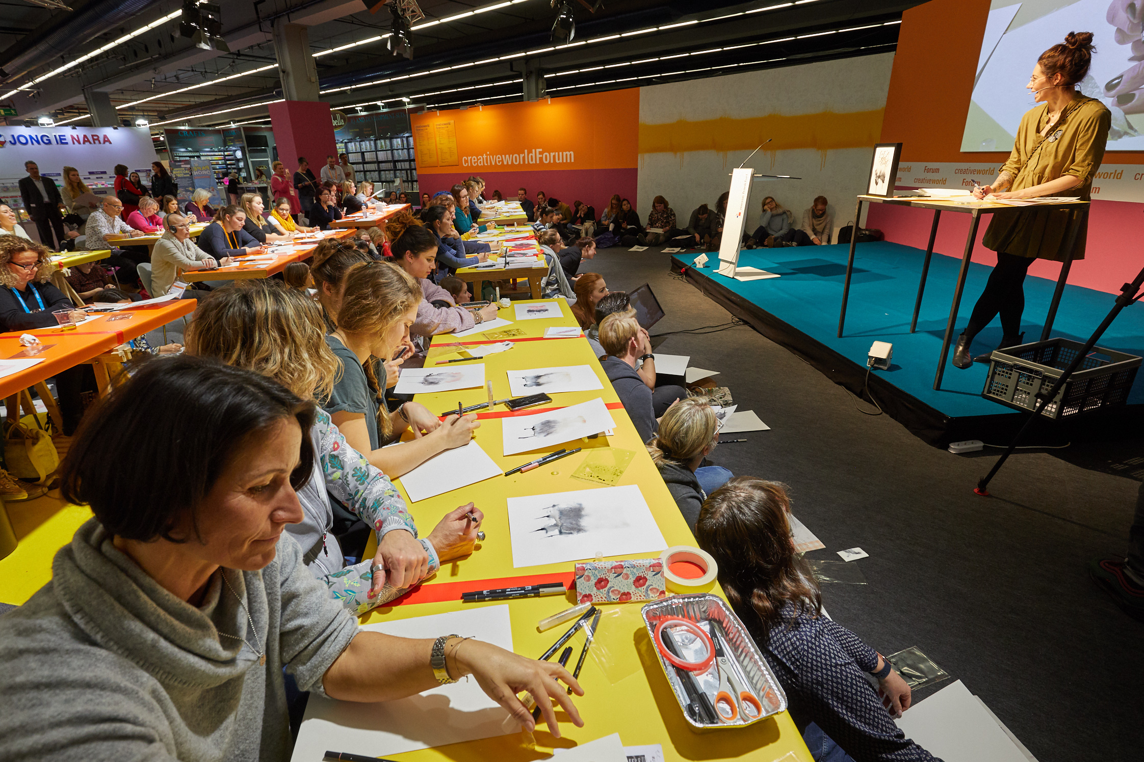 Creativeworld Academy – fully booked workshop with Ms. Hölle.
