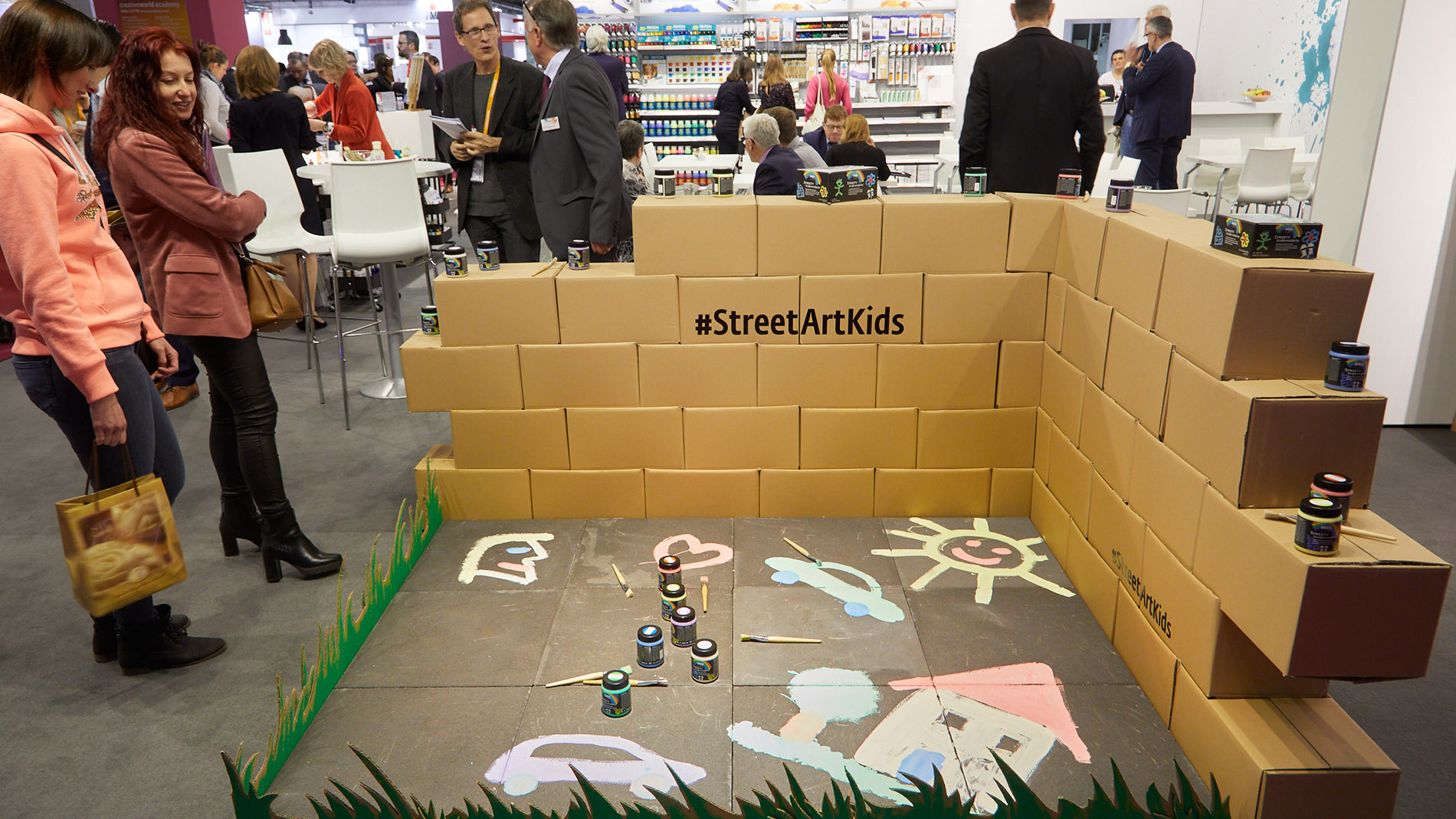 Street art products for children at Creativeworld